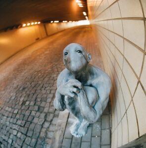 Tajemnicza postać w tunelu pod Marszałkowską