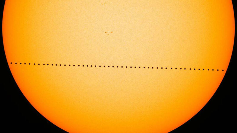 Tranzyt Merkurego z 9 maja 2016 roku (NASA's Goddard Space Flight Center/SDO/Genna Duberstein)
