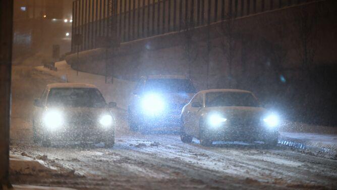 Ślisko, uwaga na intensywne opady śniegu. Ostrzeżenia IMGW